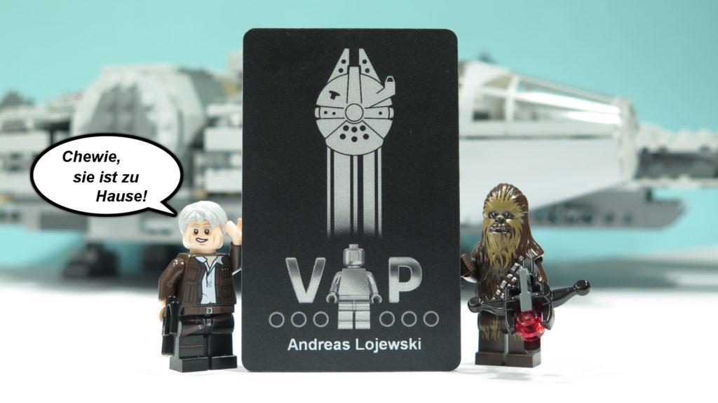 Exklusive, schwarze VIP-Karte gehalten von Han Solo und Chewbacca | © 2017 Brickzeit