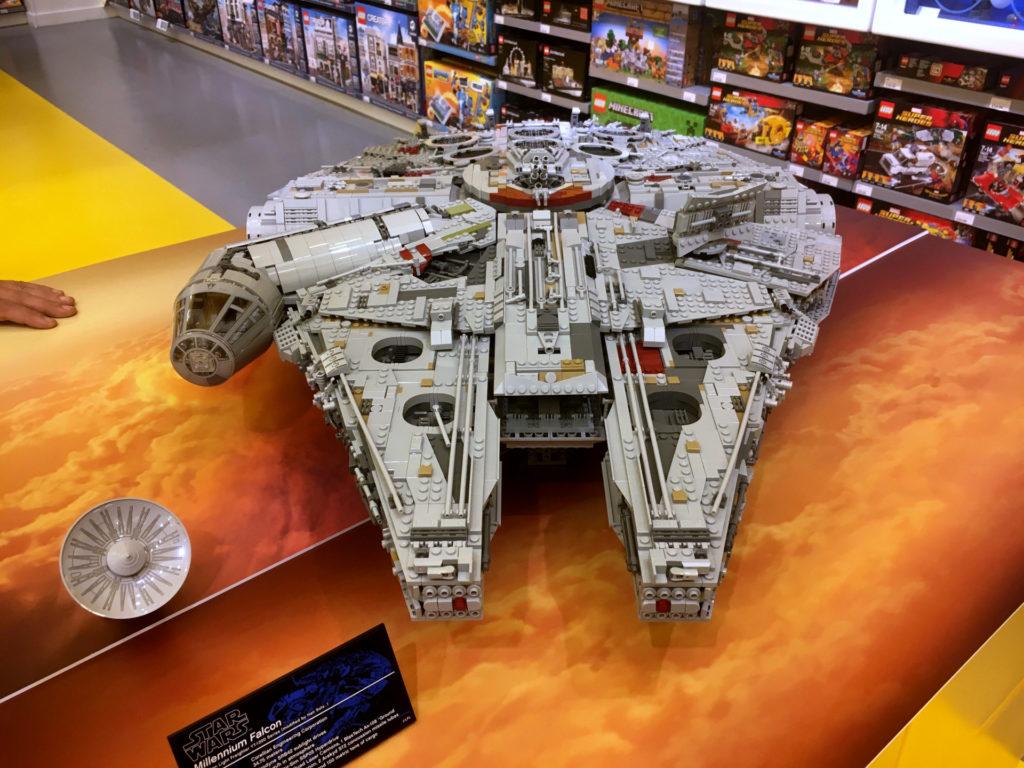 LEGO® Star Wars™ 75192 UCS Millennium Falcon™ am Force Friday Bild 1 | ©2017 Brickzeit