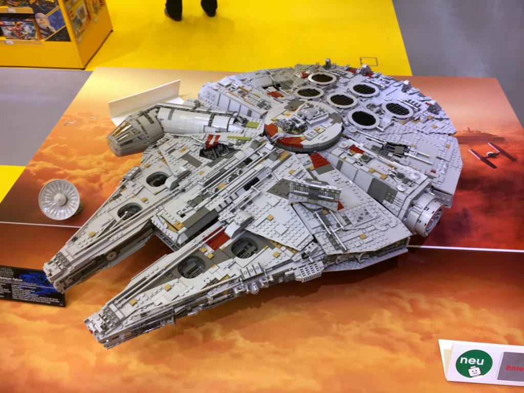 LEGO® Star Wars™ 75192 UCS Millennium Falcon™ am Force Friday Bild 2 | ©2017 Brickzeit