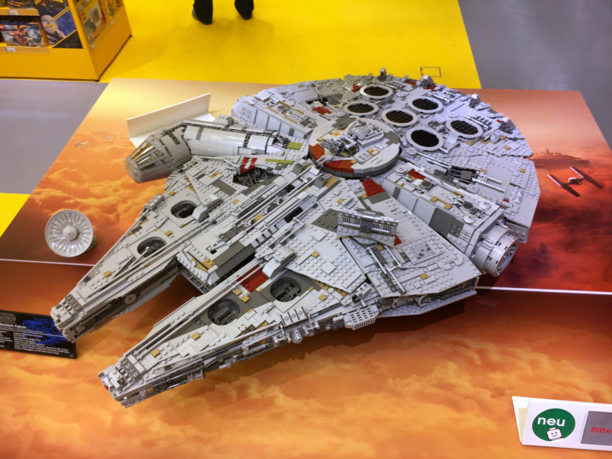 LEGO® Star Wars™ 75192 UCS Millennium Falcon™ am Force Friday Bild 2 | ©2017 Brickzeit