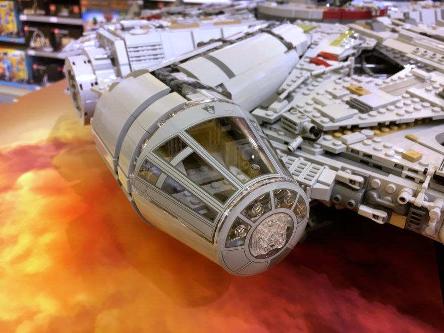 LEGO Star Wars 75192 UCS Millennium Falcon Cockpit am Force Friday 2017 | © 2017 Brickzeit