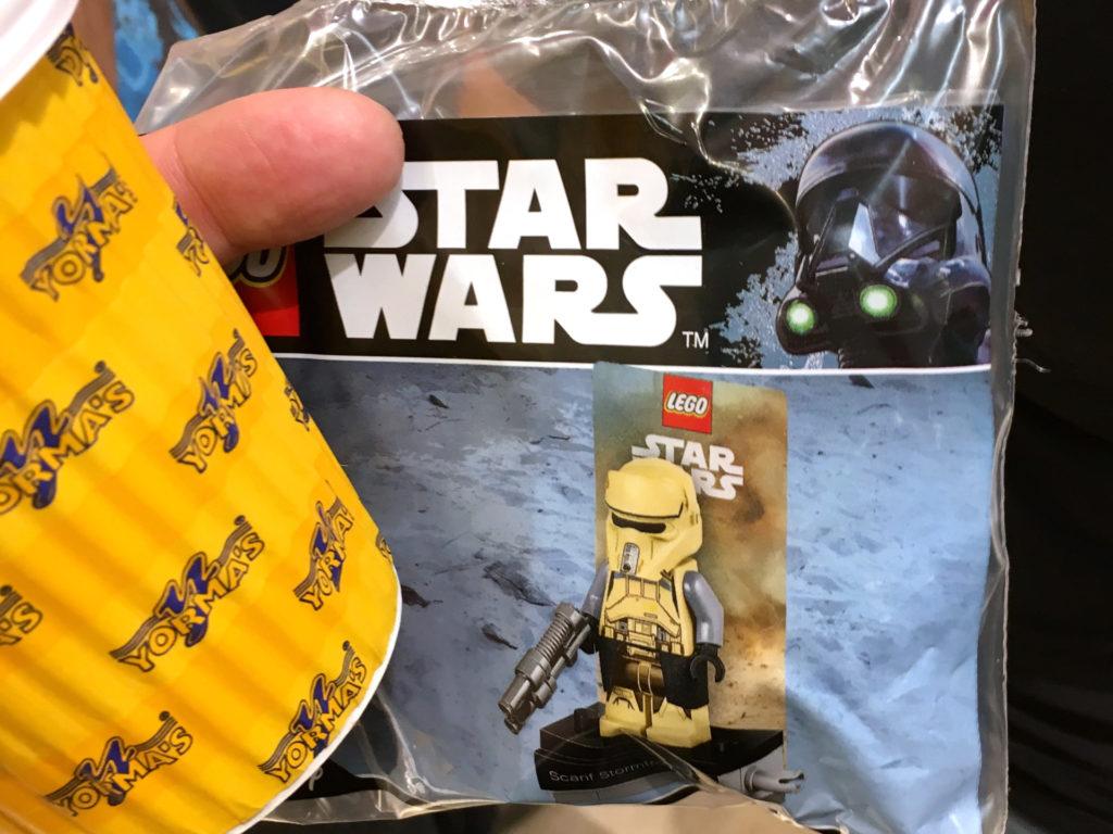 LEGO Star Wars 75192 UCS Millennium Falcon VIP Vorverkauf gewonnener Scarif Stormtrooper | © 2017 Brickzeit