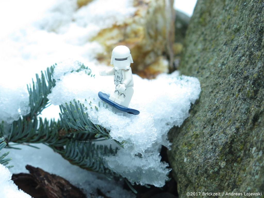 LEGO Fotografie Snowboarden First Order Snowtrooper Bild 04 | ©2017 Brickzeit