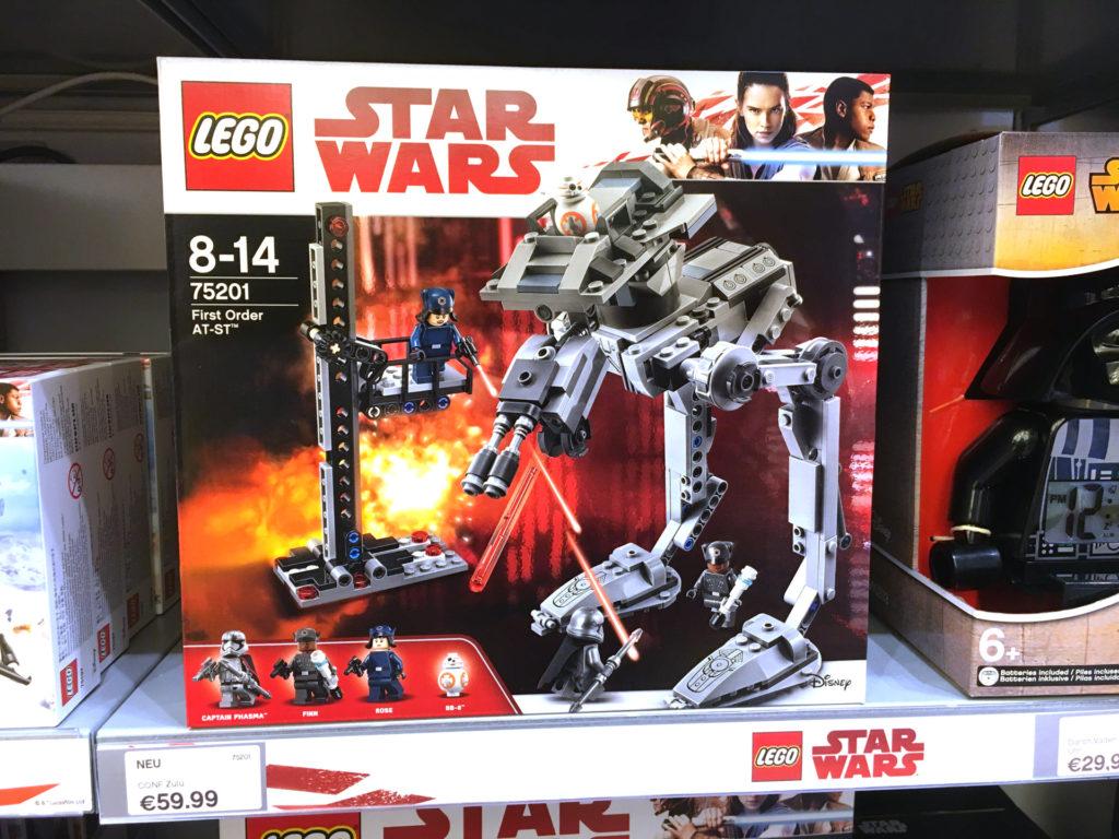 LEGO® Star Wars™ 75201 First Order AT-ST Packung im LEGO Store Regal | ©2017 Brickzeit