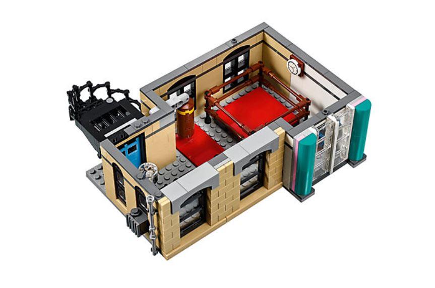 10260 LEGO Creator Expert Amerikanisches Diner - Fitnessstudio mit Boxring | ©LEGO Gruppe