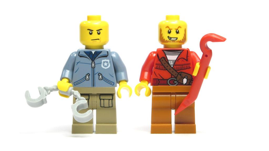 LEGO® City 60170 Offroad-Verfolgungsjagd - Vorderseite Minifiguren ohne Kopfbedeckung | © 2018 Brickzeit
