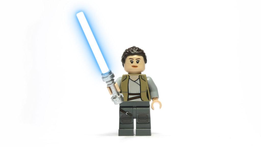 Rey mit Lichtschwert - mit Effekt | © 2018 Brickzeit