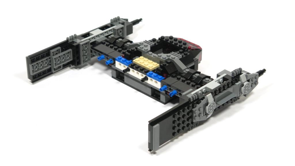 LEGO® Star Wars™ 75179 Kylo Ren's TIE Fighter - Bauabschnitt 3 - Rückseite | ©2018 Brickzeit