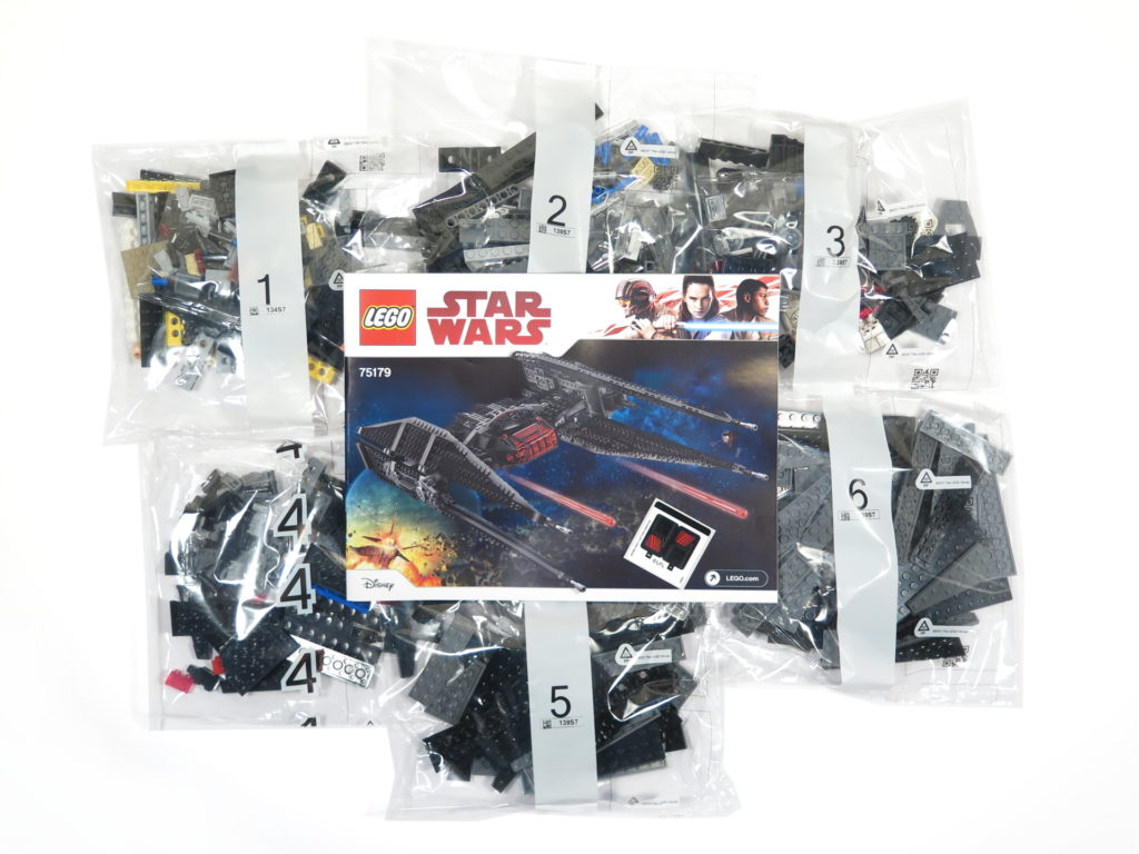 LEGO® Star Wars™ 75179 Kylo Ren's TIE Fighter - Inhalt | ©2018 Brickzeit