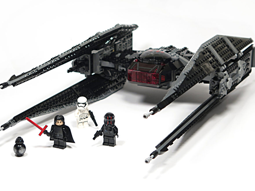 LEGO® Star Wars™ 75179 Kylo Ren's TIE Fighter - Titelbild Set | ©2018 Brickzeit
