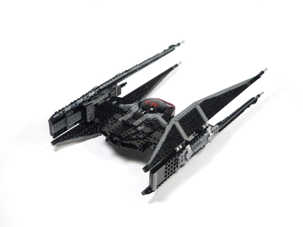 LEGO® Star Wars™ 75179 Kylo Ren's TIE Fighter - Bauabschnitt 5 & 6 - Rückseite schräg | ©2018 Brickzeit