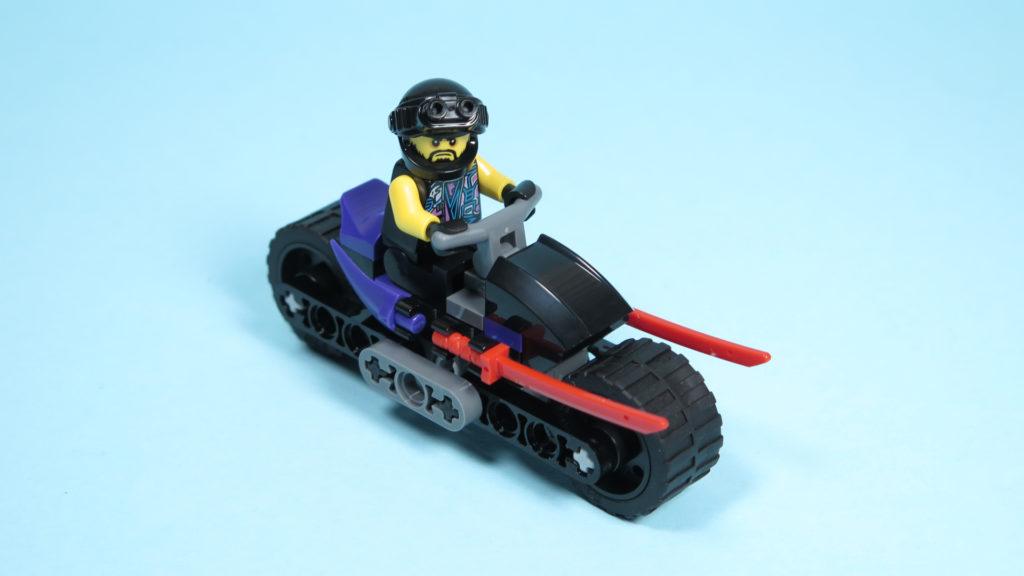 LEGO® NINJAGO® Polybag 30351 Sons of Garmadon - Perspektive mit Minifigur | ©2018 Brickzeit