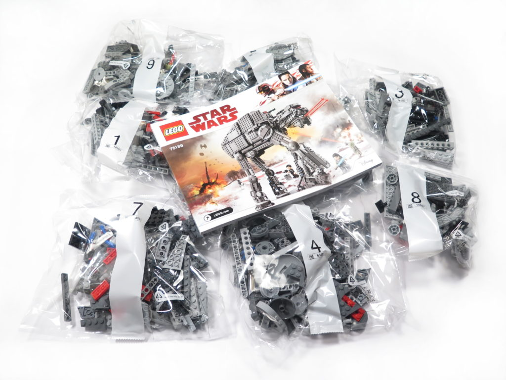 LEGO® Star Wars™ 75189 First Order Heavy Assault Walker™ - Inhalt | ©2018 Brickzeit