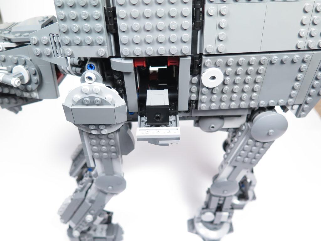 LEGO® Star Wars™ 75189 First Order Heavy Assault Walker™ - Klappe auf der linken Seite | ©2018 Brickzeit