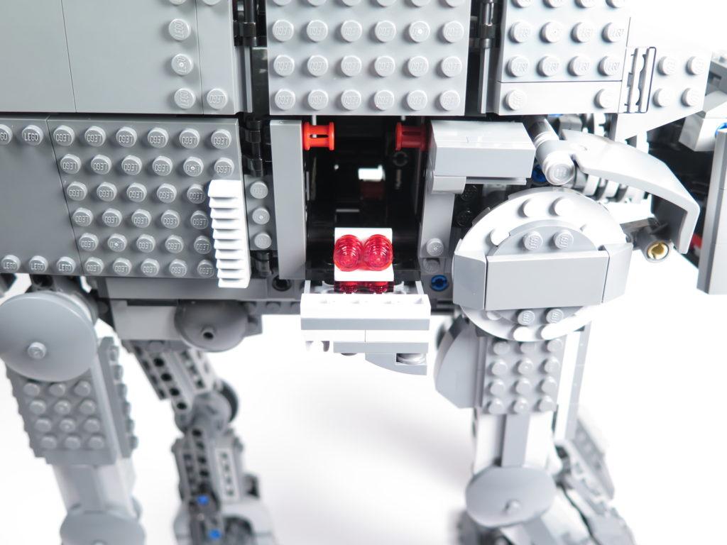 LEGO® Star Wars™ 75189 First Order Heavy Assault Walker™ - Klappe auf der rechten Seite | ©2018 Brickzeit