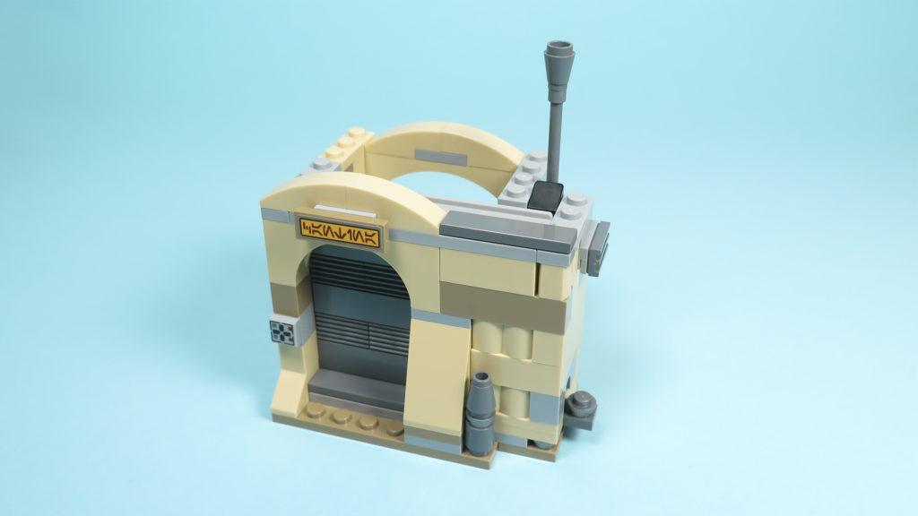LEGO® Star Wars™ 75205 Mos Eisley Cantina™ - Bauabschnitt 2 - Eingang - Tür geschlossen | ©2018 Brickzeit