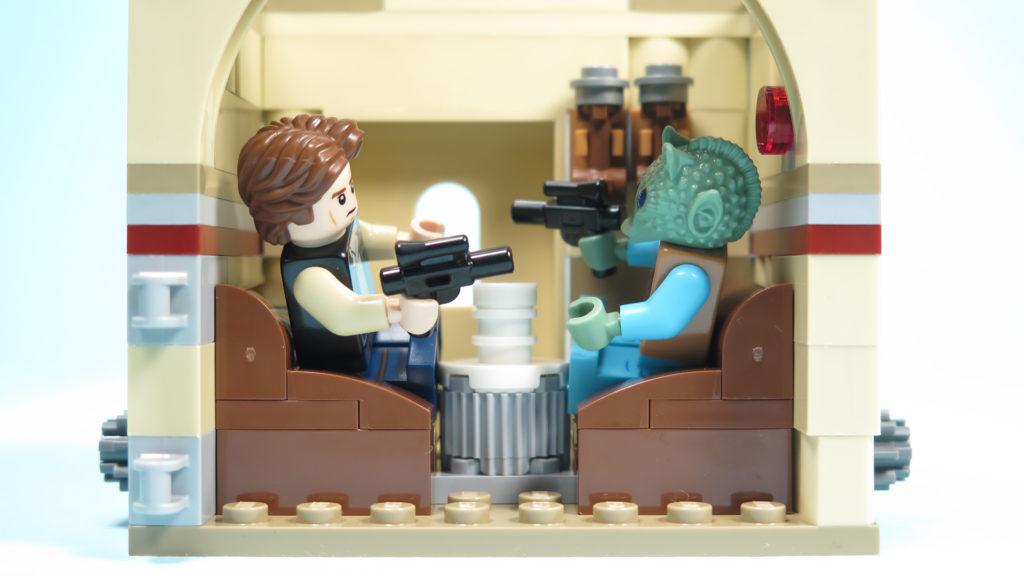 LEGO® Star Wars™ 75205 Mos Eisley Cantina™ - Bauabschnitt 3 - Nische mit Han Solo und Greedo | ©2018 Brickzeit