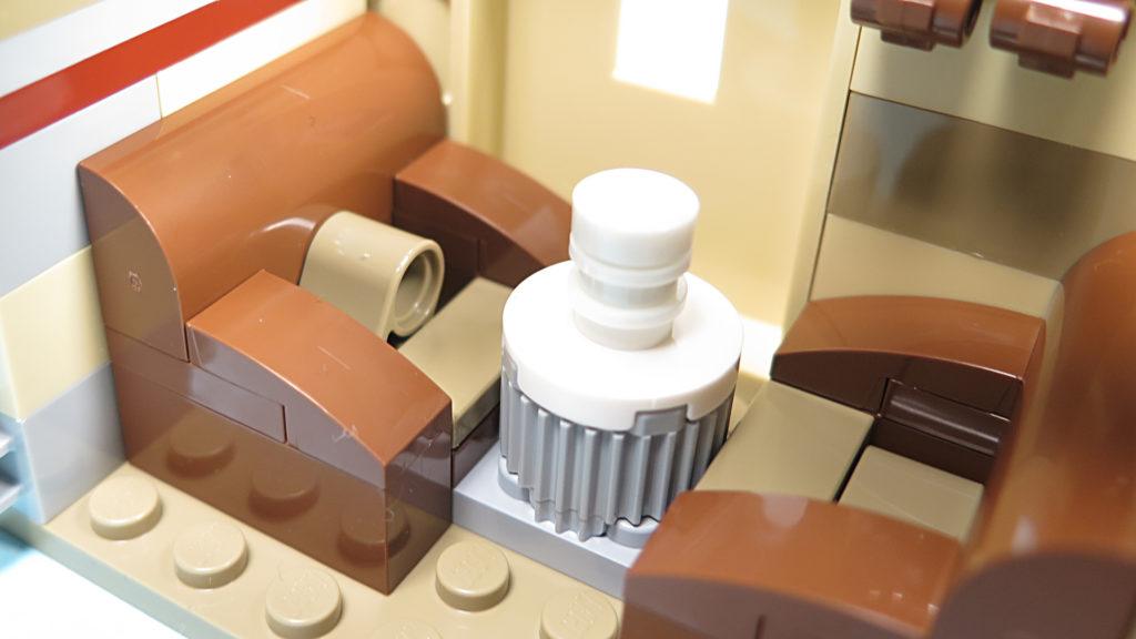 LEGO® Star Wars™ 75205 Mos Eisley Cantina™ - Bauabschnitt 3 - Sitz und Lampe | ©2018 Brickzeit