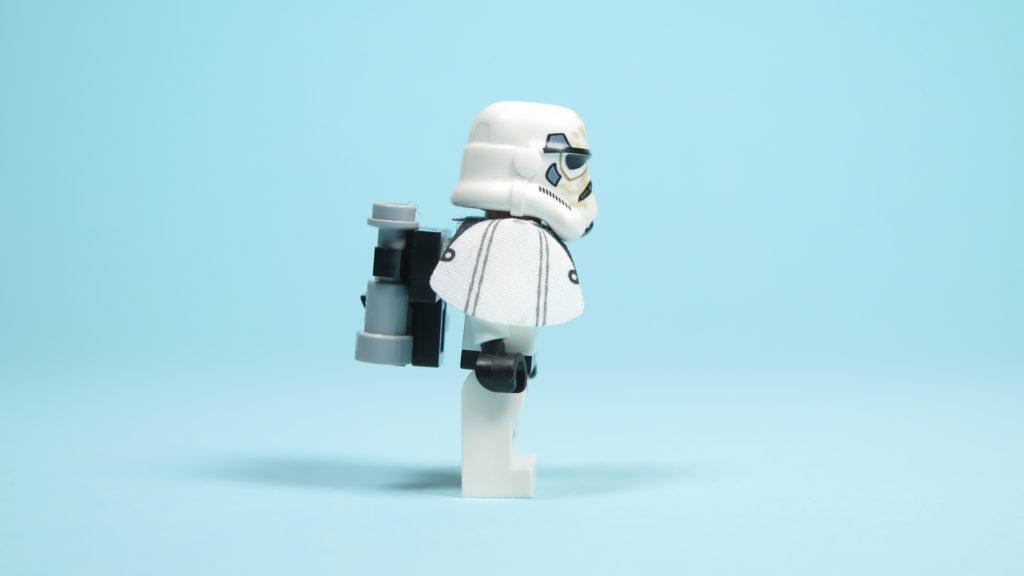 LEGO® Star Wars™ 75205 Mos Eisley Cantina™ - Sandtrooper - rechte Seite | ©2018 Brickzeit
