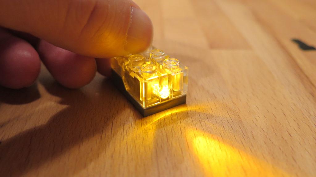 LEGO® Light Brick - Licht an | ©2018 Brickzeit