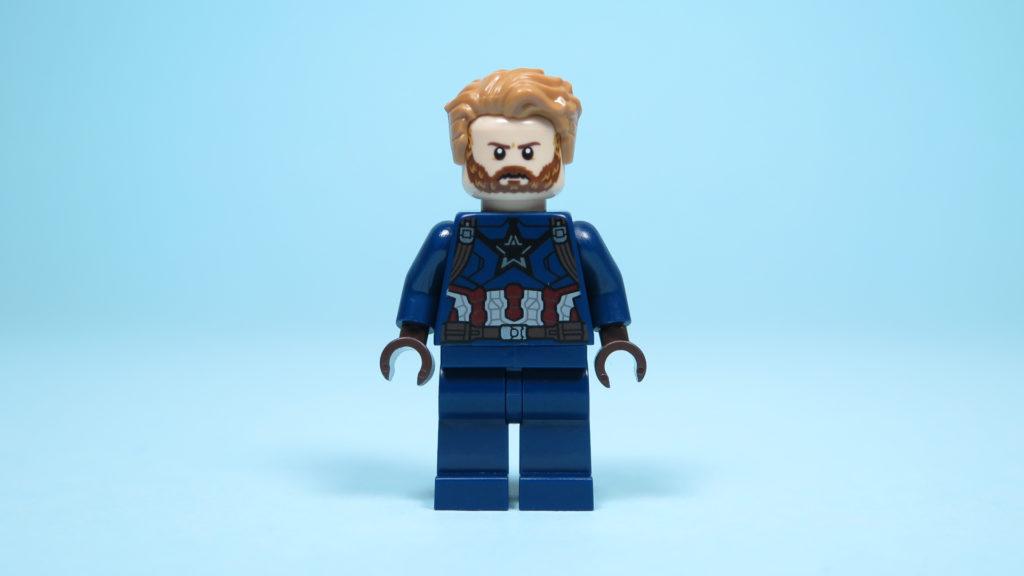 LEGO® Marvel Super Heroes 76101 Outrider Dropship-Attacke - Captain America Vorderseite, Gesicht 2 | ©2018 Brickzeit