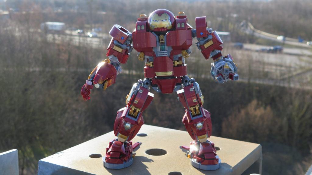 LEGO® Marvel Super Heroes - 76105 - Der Hulkbuster: Ultron Edition - in schwindelnder Höhe | ©2018 Brickzeit