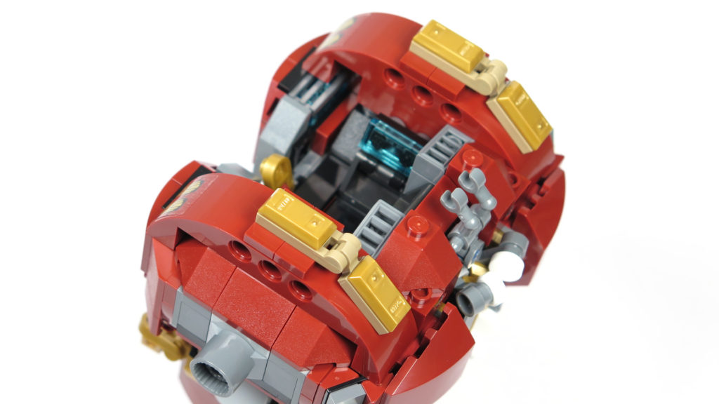 LEGO® Marvel Super Heroes - 76105 - Der Hulkbuster: Ultron Edition - Bauabschnitt 2 - Schulterabzeichen | ©2018 Brickzeit
