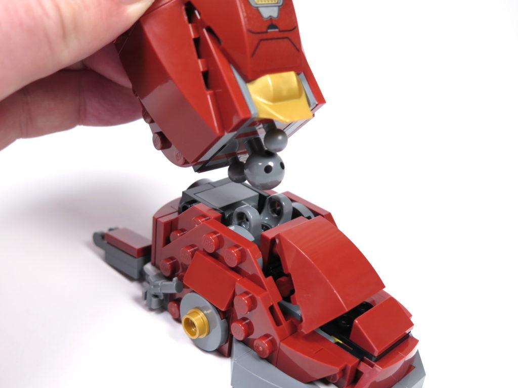 LEGO® Marvel Super Heroes - 76105 - Der Hulkbuster: Ultron Edition - Bauabschnitt 4 - Unterschenkel und Fuß werden verbunden | ©2018 Brickzeit