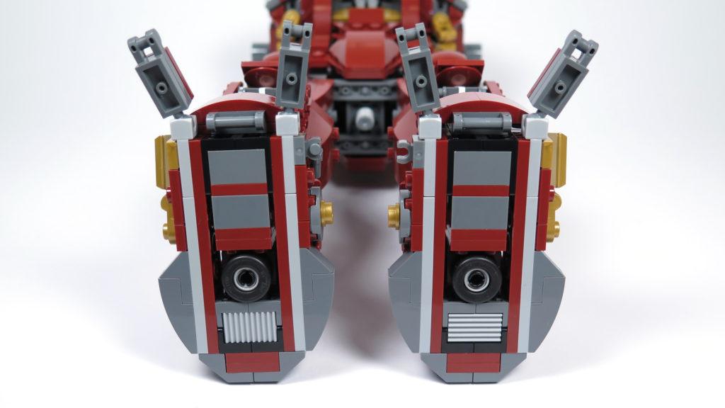 LEGO® Marvel Super Heroes - 76105 - Der Hulkbuster: Ultron Edition - Bauabschnitt 5 - Antirutsch-Reifen | ©2018 Brickzeit