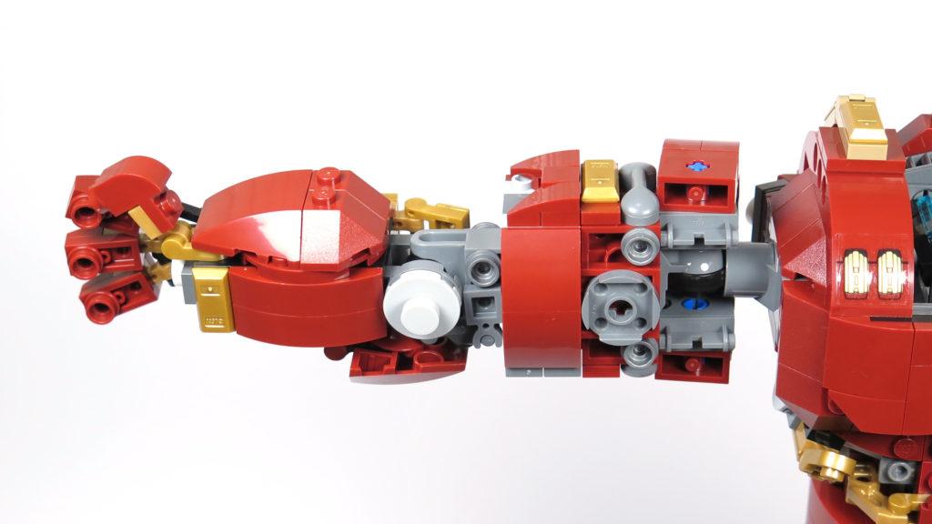 LEGO® Marvel Super Heroes - 76105 - Der Hulkbuster: Ultron Edition - Bauabschnitt 6 - rechter Arm montiert 2 | ©2018 Brickzeit