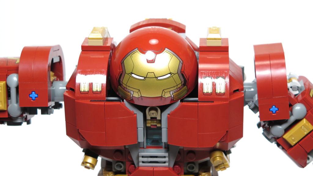 LEGO® Marvel Super Heroes - 76105 - Der Hulkbuster: Ultron Edition - Bauabschnitt 7 - Kopf, geschlossenes Cockpit | ©2018 Brickzeit