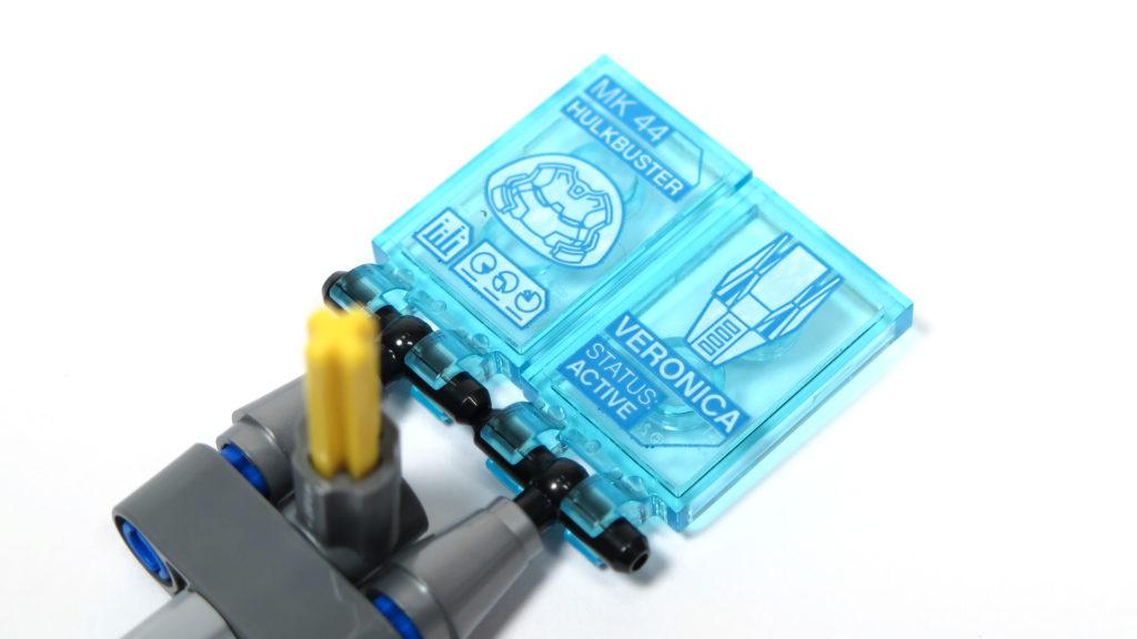LEGO® Marvel Super Heroes - 76105 - Der Hulkbuster: Ultron Edition - Bauabschnitt 8 - Computerbildschirme | ©2018 Brickzeit