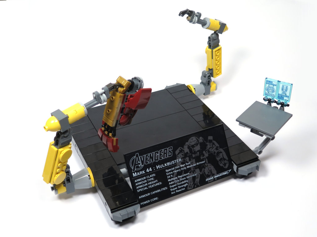LEGO® Marvel Super Heroes - 76105 - Der Hulkbuster: Ultron Edition - Bauabschnitt 9 - Plattform inkl. Montageroboter | ©2018 Brickzeit