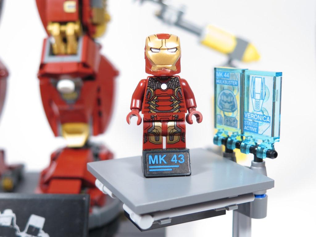 LEGO® Marvel Super Heroes - 76105 - Der Hulkbuster: Ultron Edition - Iron Man auf Arbeitsplattform | ©2018 Brickzeit