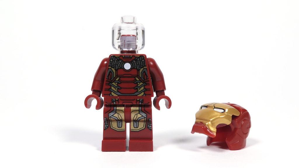 LEGO® Marvel Super Heroes - 76105 - Der Hulkbuster: Ultron Edition - Iron Man Minifigur, durchsichtiger Kopf, Helm am Boden | ©2018 Brickzeit