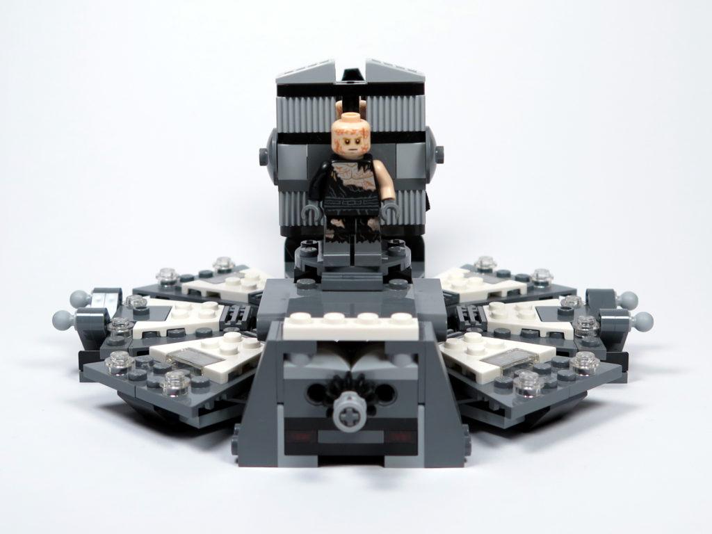 LEGO® Star Wars™ 75183 Darth Vader™ Transformation - Anakin auf Liege, aufgerichtet | ©2018 Brickzeit