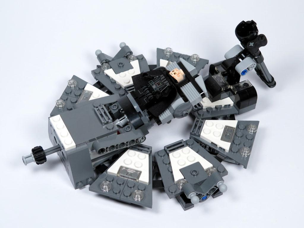 LEGO® Star Wars™ 75183 Darth Vader™ Transformation - Darth Vader auf Liege | ©2018 Brickzeit