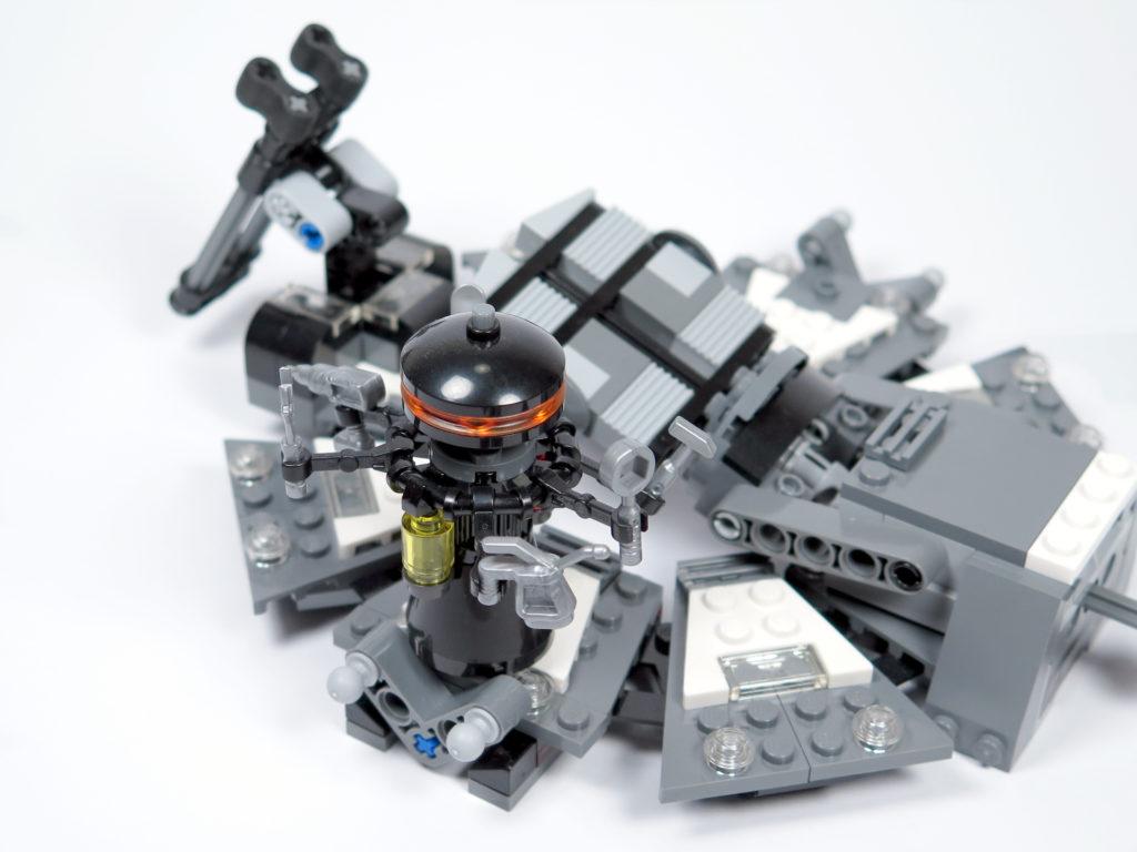 LEGO® Star Wars™ 75183 Darth Vader™ Transformation - Droide auf zweiter Plattform | ©2018 Brickzeit