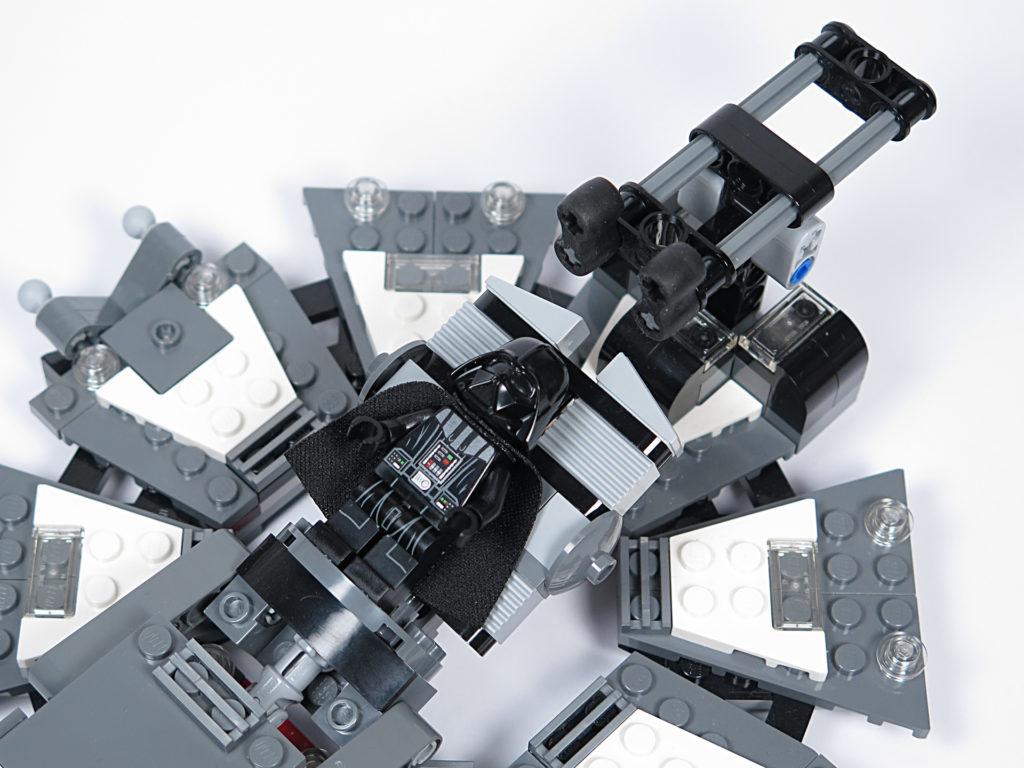LEGO® Star Wars™ 75183 Darth Vader™ Transformation - Helm montiert | ©2018 Brickzeit