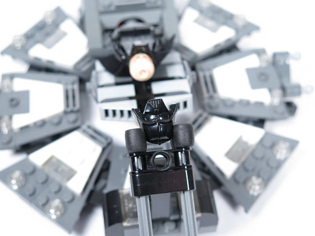LEGO® Star Wars™ 75183 Darth Vader™ Transformation - Helmhalter | ©2018 Brickzeit