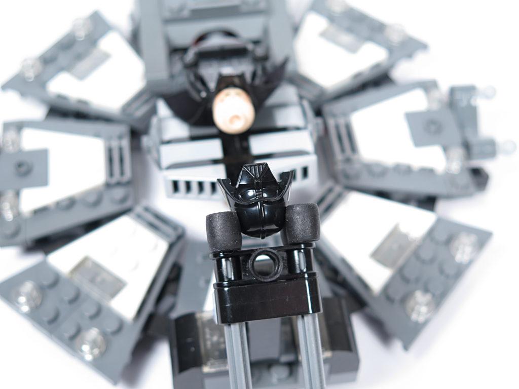 LEGO® Star Wars™ 75183 Darth Vader™ Transformation - Helmhalter | ©2018 Brickzeit