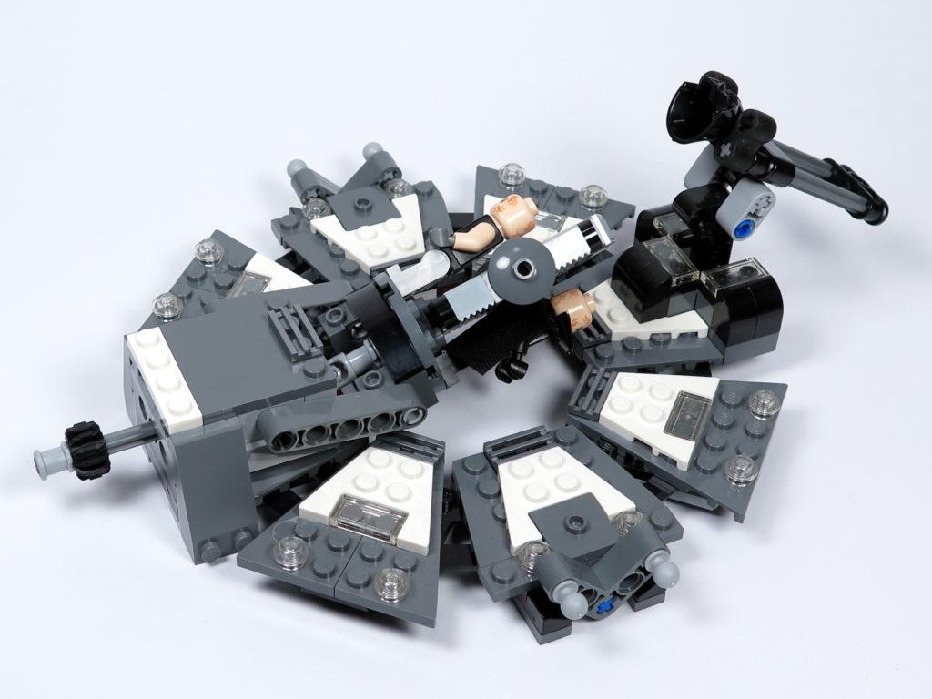 LEGO® Star Wars™ 75183 Darth Vader™ Transformation - Anakin und Vader auf Liege gedreht | ©2018 Brickzeit