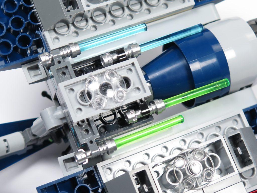 LEGO® Star Wars™ 75199 General Grevious Combat Speeder - Halterungen für Lichtschwerter | ©2018 Brickzeit