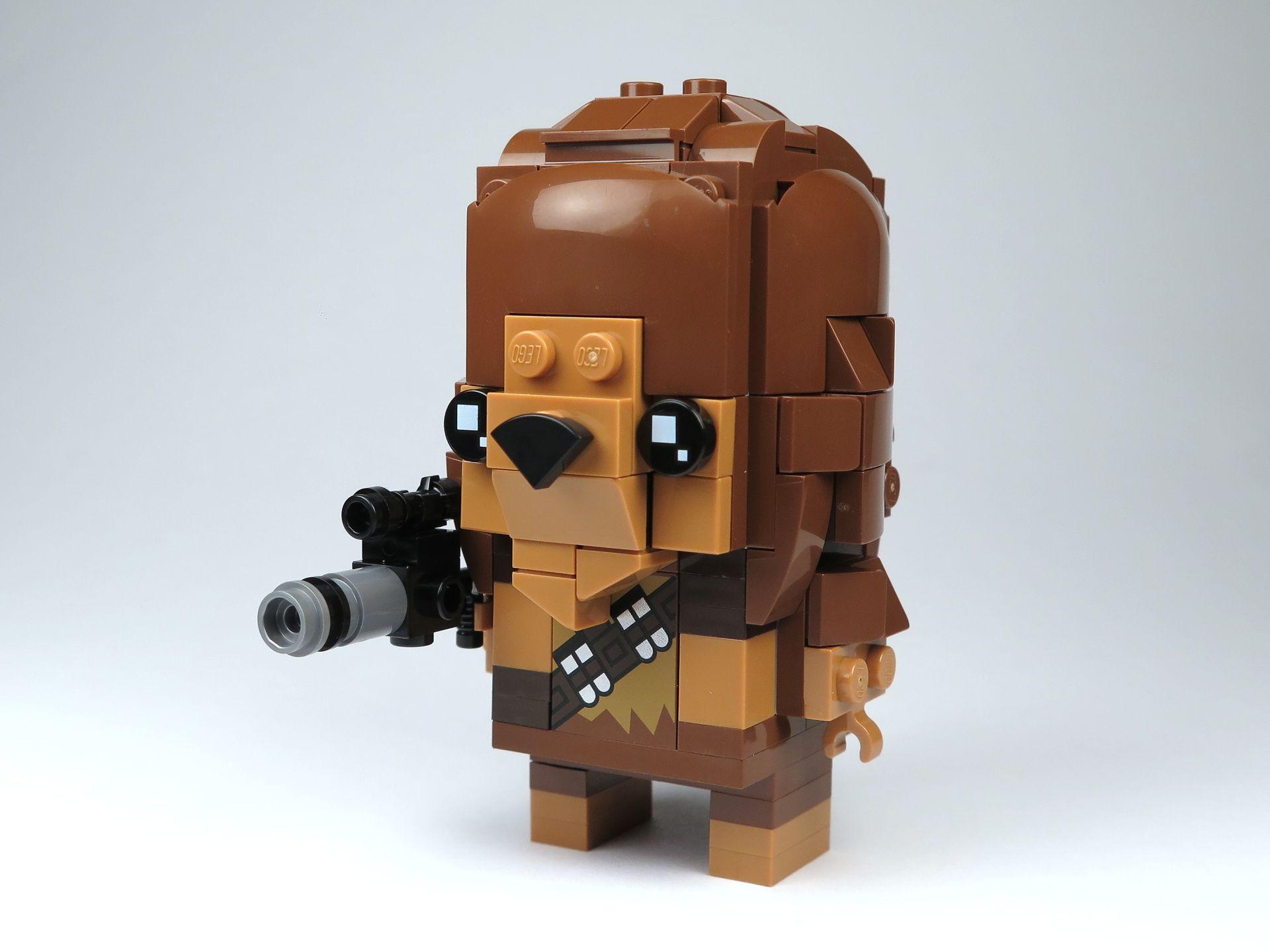 LEGO® Brickheadz™ Chewbacca™ (41609) - Perspektive links | ©2018 Brickzeit