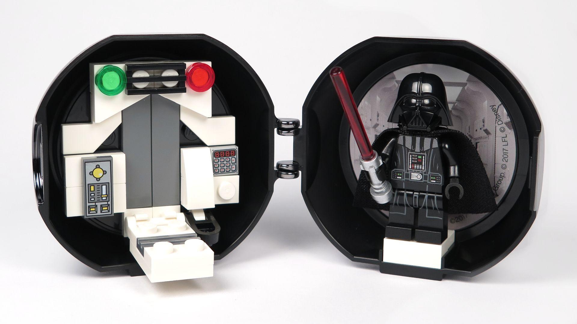 LEGO® Star Wars™ Darth Vader Pod (5005376) - offen Innenseite aufgebaut 2 | ©2018 Brickzeit