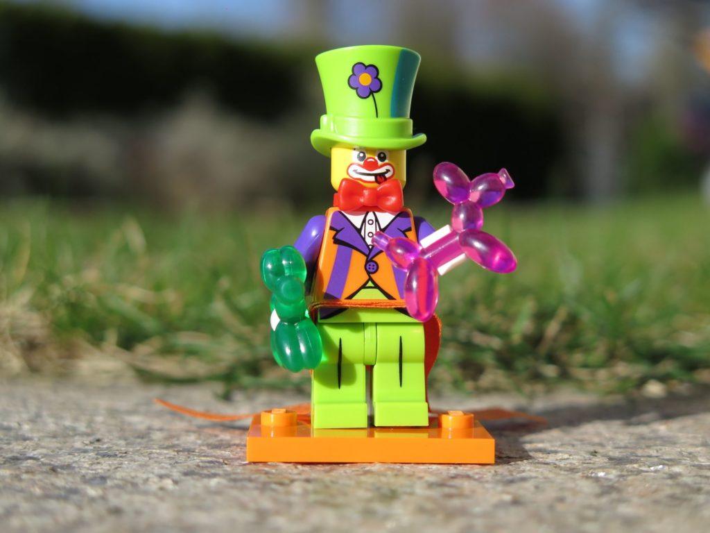 LEGO Minifiguren Serie 18 (71021) - Clown übt für seinen großen Auftritt | ®2018 Brickzeit