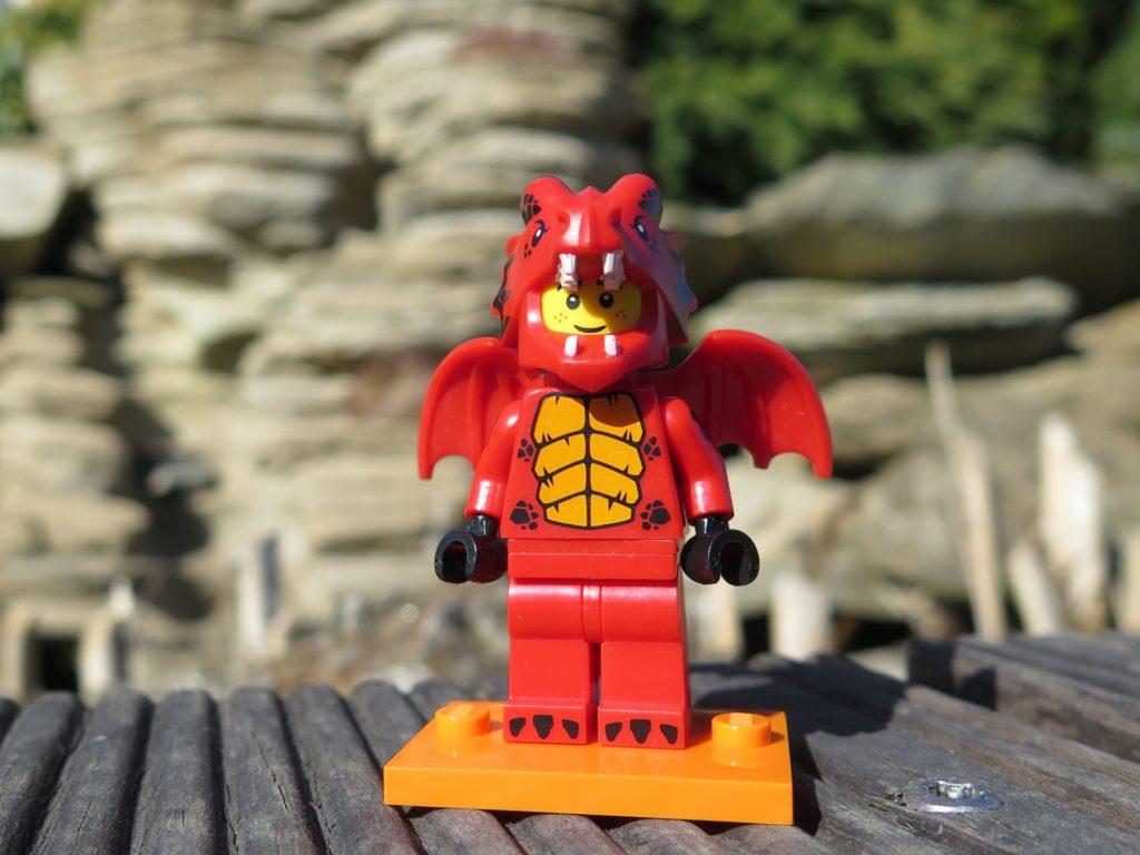 LEGO Minifiguren Serie 18 (71021) - Drache beim Sonnen | ®2018 Brickzeit