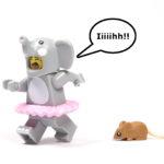 LEGO® Minifiguren Serie 18 (71021) - Elefantenmädchen hat Angst vor Maus | ©2018 Brickzeit