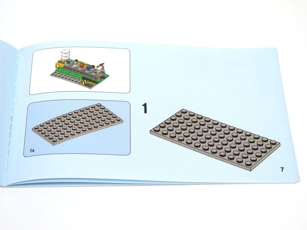 ®LEGO Minifigurenfabrik (5005358) - Anleitung Schritt 1 | ©2018 Brickzeit