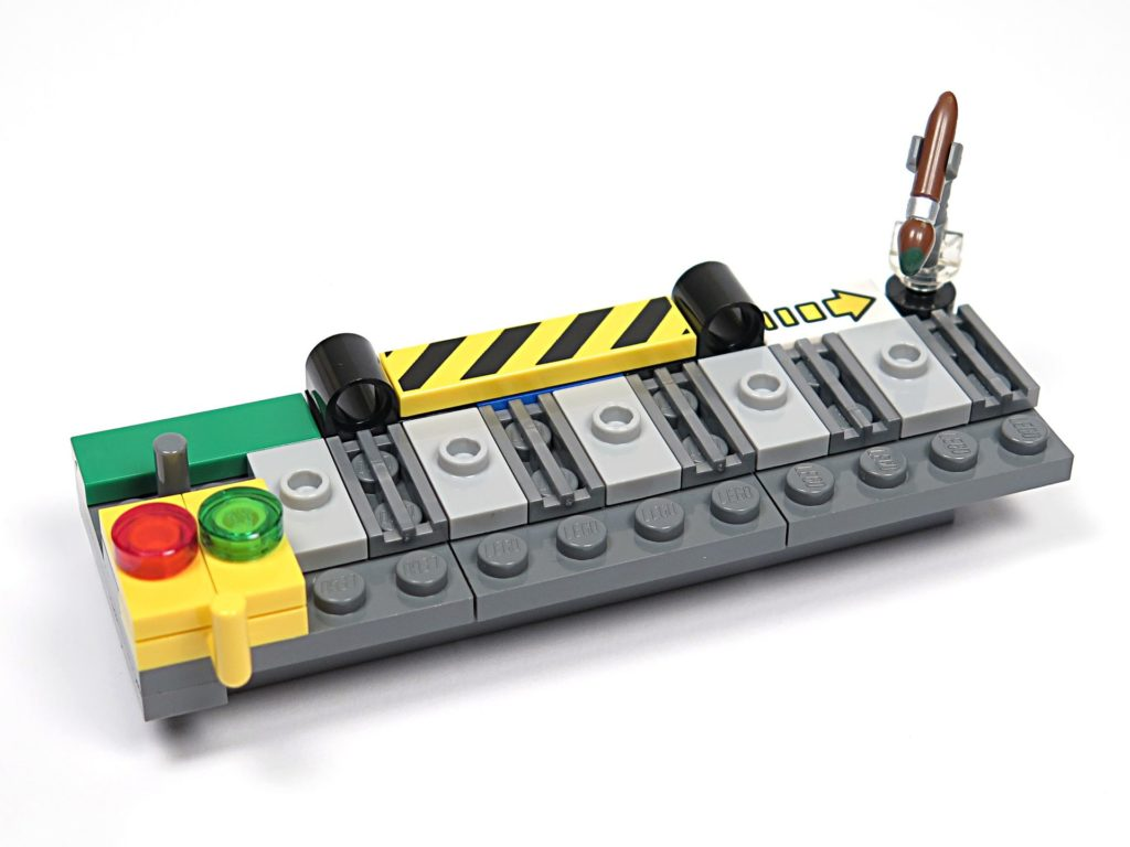 ®LEGO Minifigurenfabrik (5005358) - Arbeitstisch | ©2018 Brickzeit